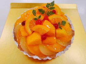 基礎クラスのマンゴーと桃のタルト