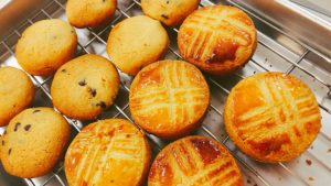 焼き立てクッキーはその場で味見!