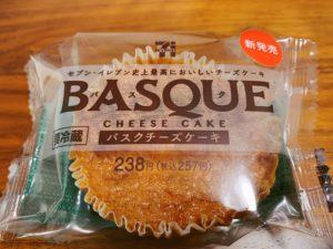 セブンのバスクチーズケーキとパッケージデザインも大きさもそっくり