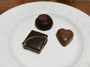 丸いキャラメルショコラーデ 四角いクリスピー ナッツプラリネ