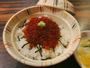 釧路産いくら小丼と漬物