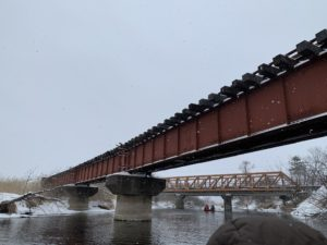 運が良いとSL列車が走っているところをカヌーから見ることができます