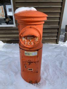 昔ながらの可愛い郵便ポスト。