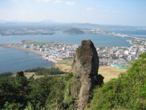 イニスフリーは、ユネスコ世界自然遺産にも登録されているチェジュ島の恵みから生まれた韓国の化粧品ブランド