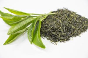 グリーンティーシードセラムは、その名の通り茶葉が使用されています。