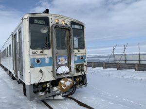 クリオネが可愛い電車のデザインです。