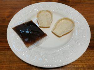 食べるタイミングで餡子を詰められるので、最中がサクサクの状態で食べられる