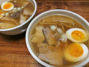 作り置きしたチャーシューや煮卵を使た豪華なインスタントラーメン