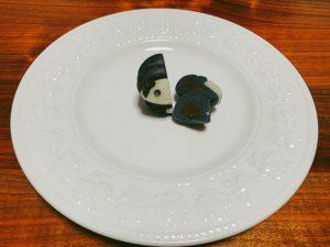 チョコレート風味の練り切りが詰まっています