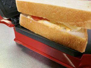 サンドイッチ の中身を入れすぎたかもしれませんがつぶせば大丈夫