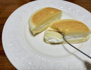 酸味のあるクリームチーズと甘いカスタードがちょうどいいクリームと、濃厚なチーズ蒸しケーキとを合わせて食べるとかなり美味しい