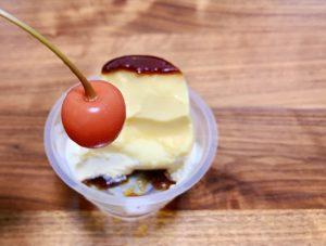 添えてあるフルーツも、甘いプリンアラモードの合間に食べるのにちょうど良い