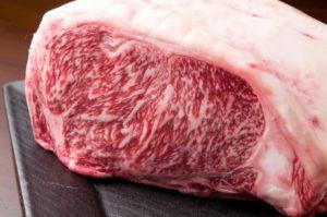 スーパーで厚さ2.3センチのぶ厚い肉を購入して、柔らかステーキに仕上げます