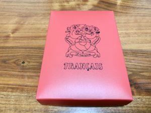 包紙だけでなく、箱も可愛い。やっぱりいちごを思わせる赤いパッケージ。