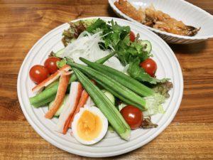 夜ご飯はサラダとアジのみりん干し。
