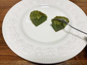 スイートポテト自体はしっとりとみずみずしさもあるので、パサパサせず食べやすいです。