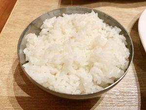 白ご飯もなかなかのボリュームです。