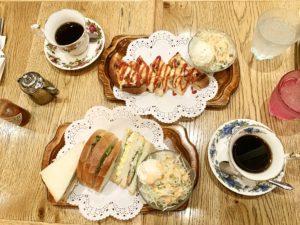日中は喫茶廻り。美味しいコーヒーとサンドイッチが美味しかったです。