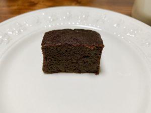 高純度チョコレートをたっぷりと生地に混ぜ込んでいるので濃厚なチョコ風味を楽しめます