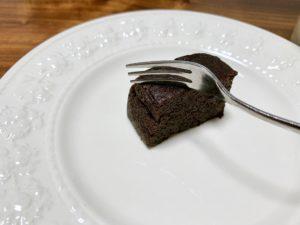 北海道産の牛乳もたっぷり使用しているので、しっとり感触を楽しめるチョコケーキに仕上がっています。
