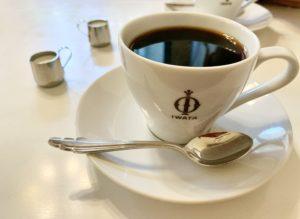 ネルドリップで丁寧に時間をかけて淹れたコーヒー。少し酸味を感じる濃いコーヒーでした。