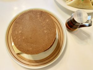 一見普通のシンプルなホットケーキ
