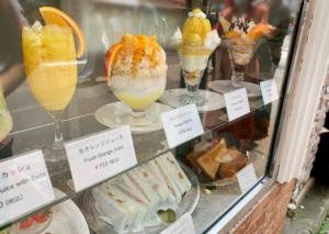 パフェやかき氷、サンドイッチなど美味しそうなディスプレイにテンションが上がります。
