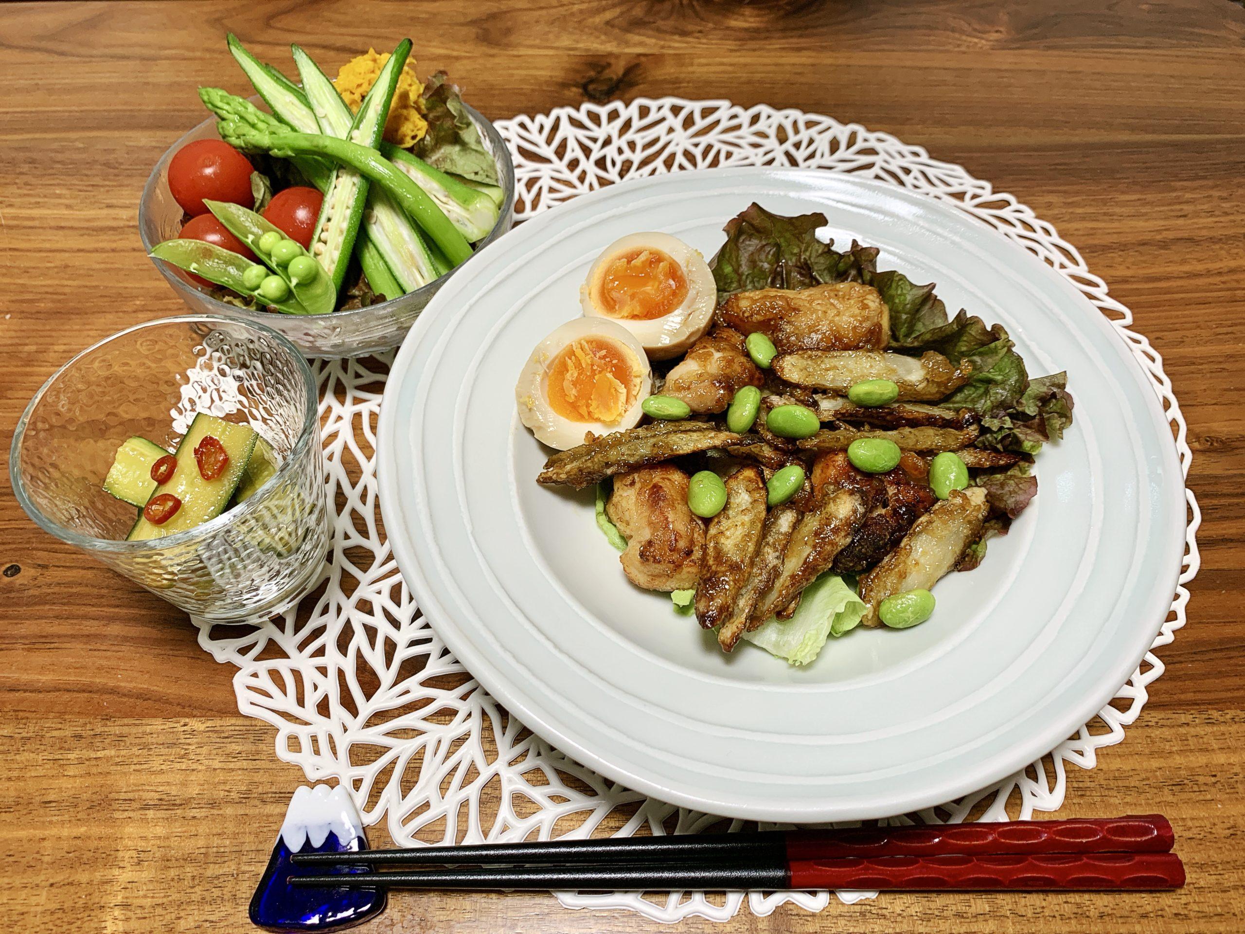「Yuuのラクうま♡ベストレシピ」から選んだ「カリカリ♡甘辛鶏ごぼう」をメインメニューにした献立です。