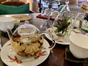 緑茶から太平猴魁(たいへいこうかい)、花茶から悟空八宝茶(はっぽうちゃ)を頼みました。