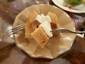 甘味があって、しっとりとした生地のマーライコー。 甘さ控えめのクリームをたっぷりつけて食べるととっても美味しい。