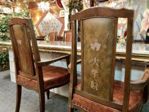 革張りの椅子も気品があります。