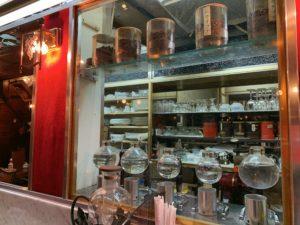 コーヒーの大学院ルミエール・ド・パリではコーヒーはサイフォンで入れています