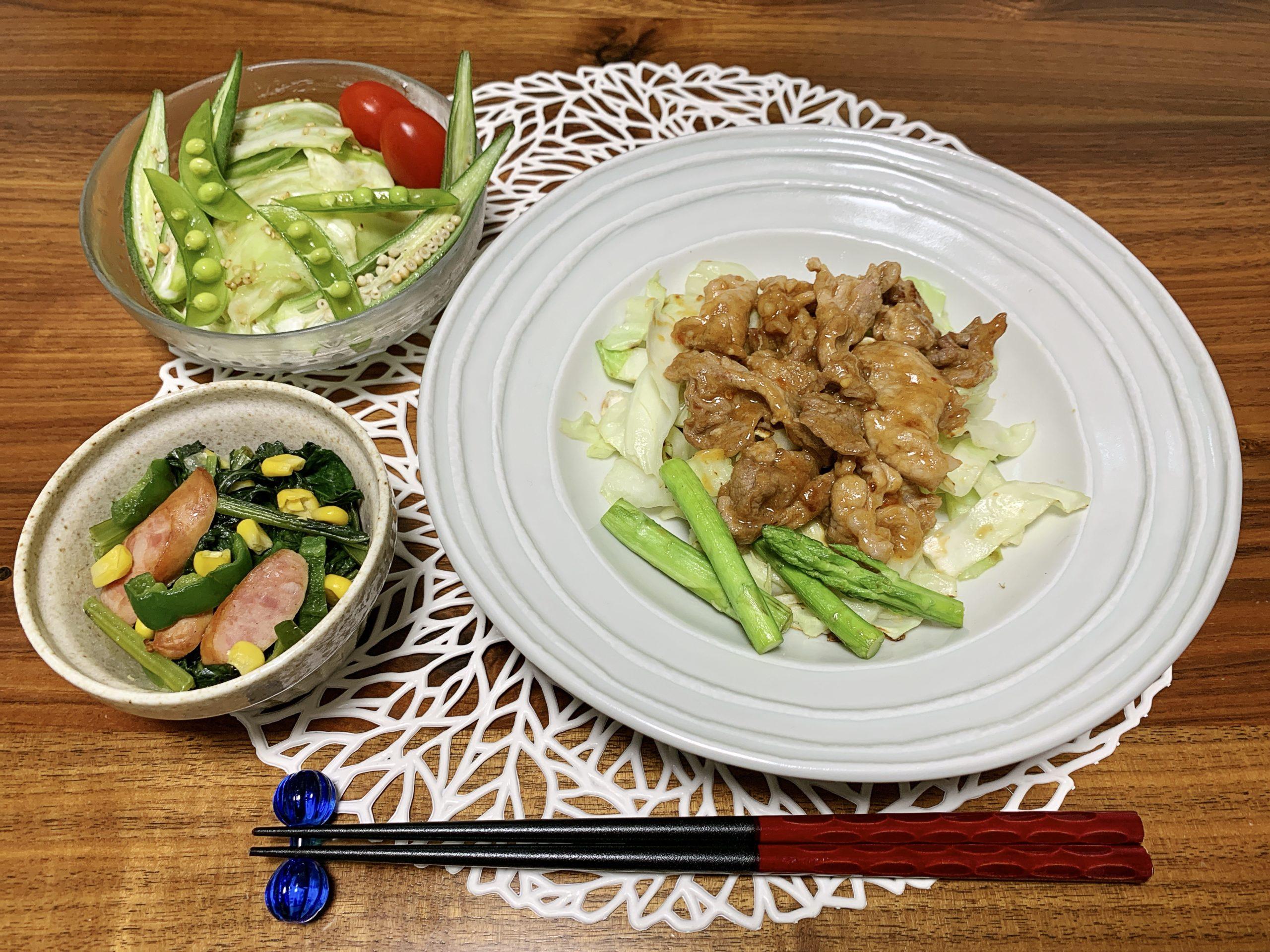「Yuuのラクうま♡ベストレシピ」から選んだ「キャベツと豚こまのスタミナみそ炒め」をメインメニューにした献立です。