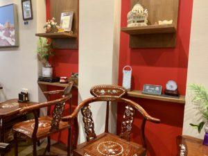 螺鈿を用いた椅子とテーブル。 アンティークな雰囲気でとてもオシャレです。