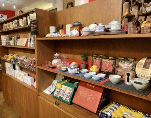 店内にはカフェスペースの他に、中国茶器や中国茶、薬膳茶などを購入できるようになっています。