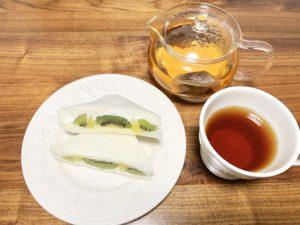 今回はルイボスティーとともにごろっとフルーツサンド(キウイ)を食べました。