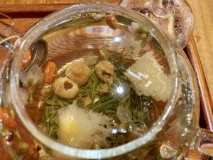 美潤茶の素材は、桂花、桃花、白木耳、クコの実、龍眼、碧螺春緑茶。