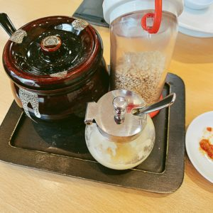 味がさねは、肉味噌、すりごま、おろしにんにく、揚げねぎのトッピングがついていて、これで味変するとより美味しい。