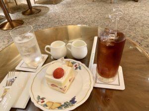 ケーキセットは、対象のケーキとコーヒーか紅茶が付くお得なセットです。