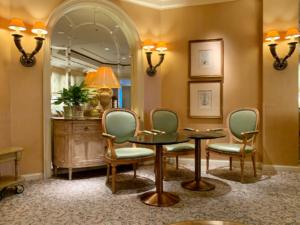 カフェスペースは狭めですが、隣のテーブルとの距離はしっかり離れていてゆっくりと過ごせます。