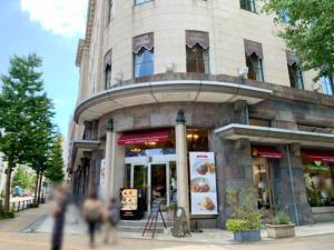 カフェドゥラプレスが入っている横浜情報文化センターは、昭和4年に建てられた横浜商工奨励館を再利用した建物で、旧館部分は横浜市認定歴史的建造物に認定されています。