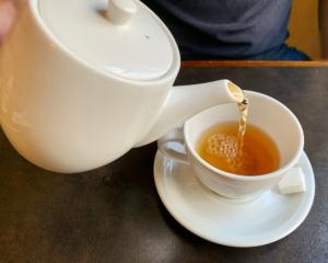 プレミアムダージリンの茶葉は、富山で再発酵させた上質な茶葉を使い、香りはマスカットフレーバーとのこと。