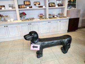 店内にある犬の置物