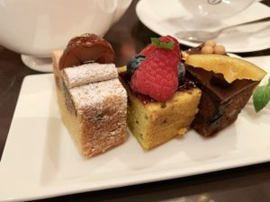 パブロフのパウンドケーキは、ひとつひとつ花言葉のような「パウンドケーキ・ランゲージ」が添えられているのが特徴。
