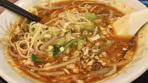 スープは辛いけれど、しっかり旨味を感じる程よい辛さです。 シャキシャキとしたもやしやコクのあるひき肉がたっぷり乗っていてボリューミー。