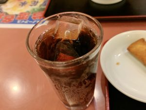 激辛麻婆豆腐で痺れた口を癒してくれるコーラ。