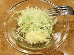 食べていくとキャベツの下にポテトサラダがあり、マカロニ入りのポテサラでこれまた絶品でした