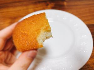 手がベトベトになるくらい、ふんだんにバターが使用されています。