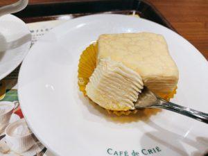 もっちりミルクレープは、贅沢にもクレープ生地とクリームを10層にも重ねています。 一口食べてみると、その名の通りもっちり食感を楽しめるミルクレープに仕上がっています。