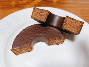 ケンズカフェ東京の氏家シェフ監修のスイーツは、カカオ有数の産地エクアドル産のカカオのみを使用したエクアドル・スペシャルというチョコレートを使用しています